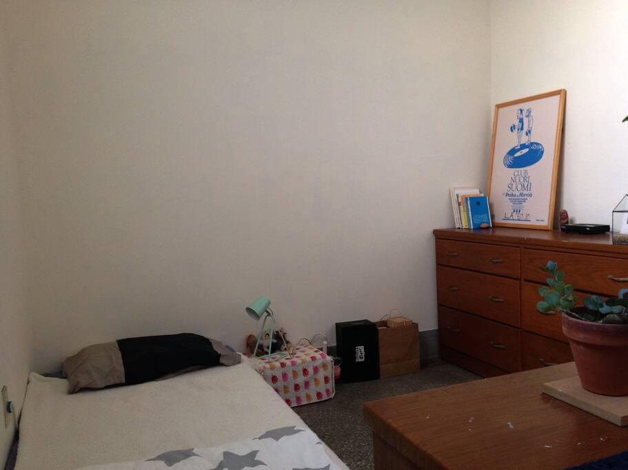 臥室角度2 | bright bedroom shot from another side