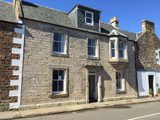 Handsome stone house in the center of Elie