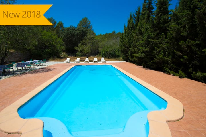 Catalunya Casas: Villa Ardenya for groups of 20 in the hills of Tarragona, only 10km to the beach!