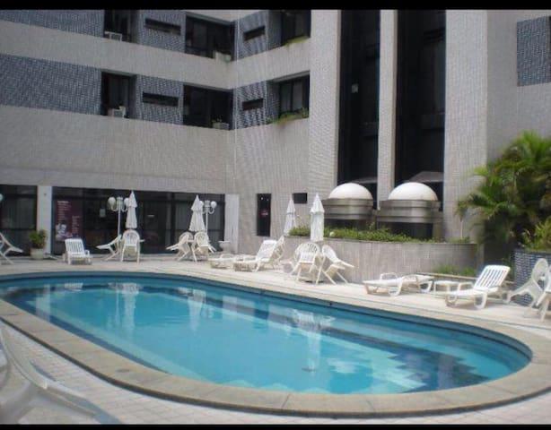Apartamento em Ondina, proxímo da praia.The Plaza