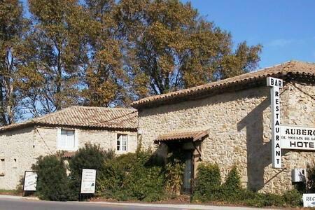 chambres d'hôtes au Moulin de la Tave - Laudun-l'Ardoise - Guesthouse