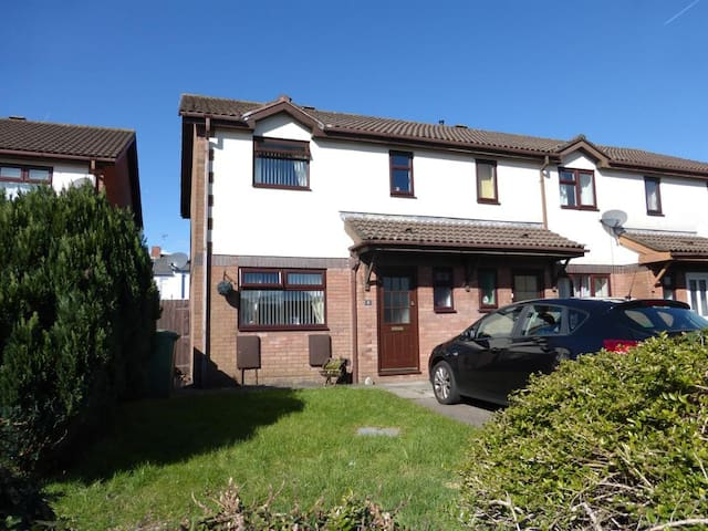 Caerphilly Bedrooms - Short trip to Cardiff - Caerphilly - Talo
