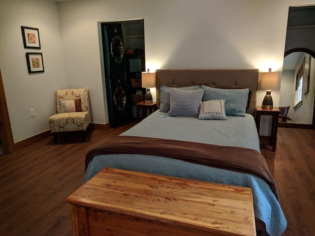Private, gorgeous suite, 2 miles NW of downtown
