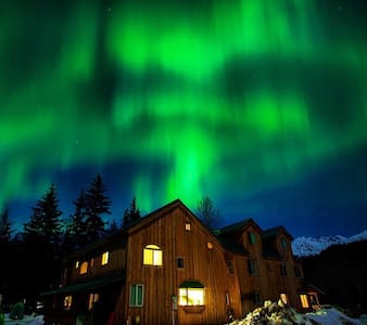 Northern Lights Room @ the Funny Farm AK - Haines - Casa