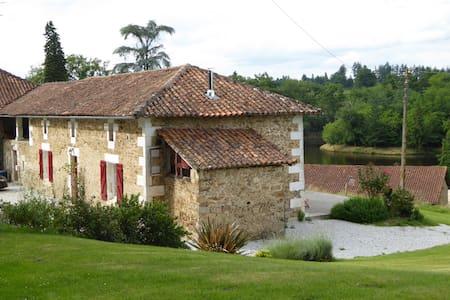 Maison au calme, à la campagne - Roussines