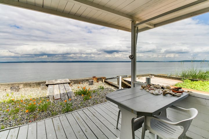 Stylish and private seaside home w/ easy beach access, free WiFi, and views!