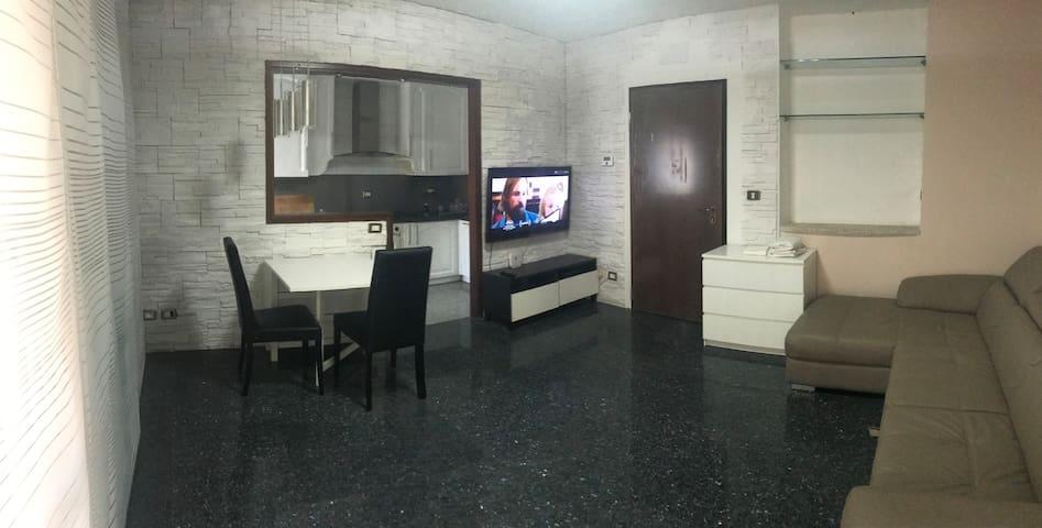 Bilocale open space x4 tv wifi balcone parcheggio
