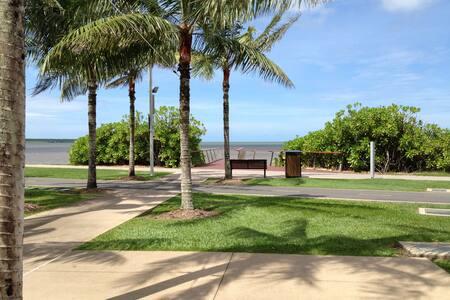 Comfy great location unit - Cairns North