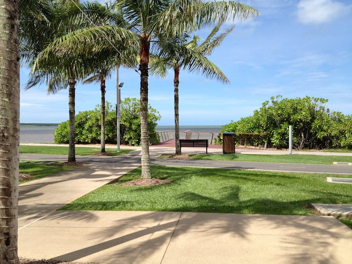 Comfy ROOM-2 (close to beach and Cairns hospital)