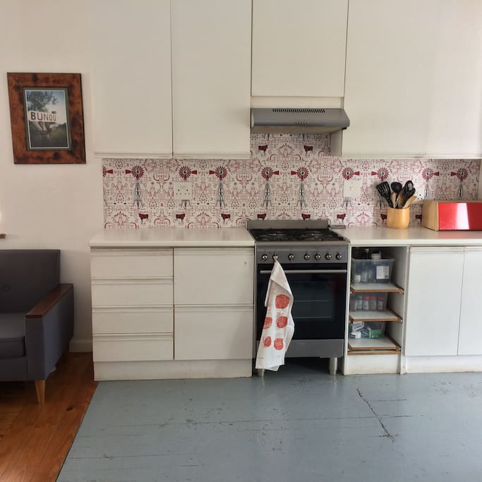 Neat kitchen, gas hob
