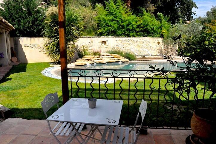 Charmant Studio de 35m2 dans jardin avec piscine - Aix-en-Provence - Appartement