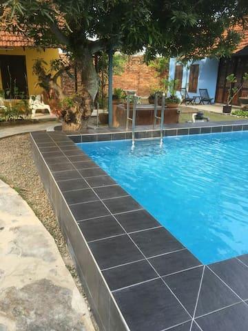 Dutch Heritage Chalets: Pool View (9 pax) - Melaka - Chalet