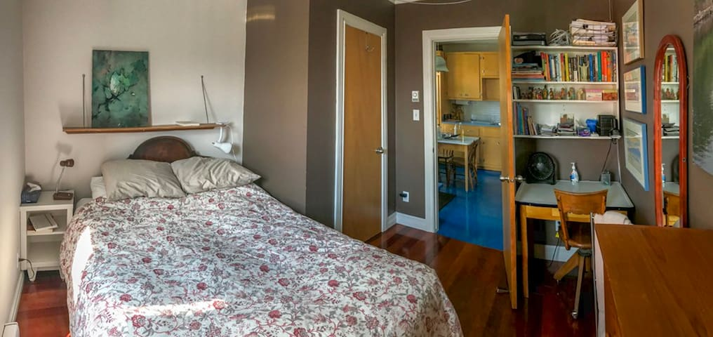 Comfy Place in St. Henri -  Bed for 2