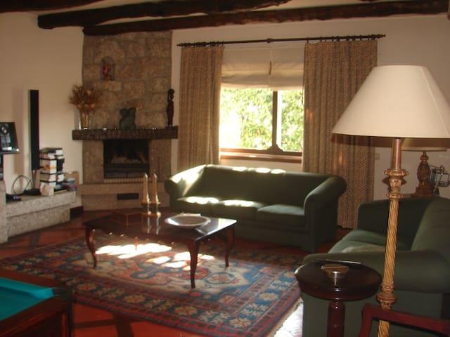 Casa grande para grupos e famílias - Vila das Aves - House