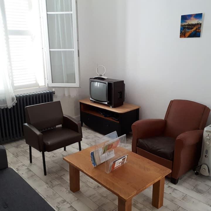 Appartement F2 coeur de village Henrichemont