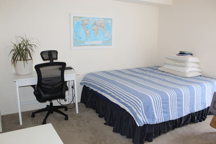 MASTER SUITE King Bed/Private Bath, near beaches!