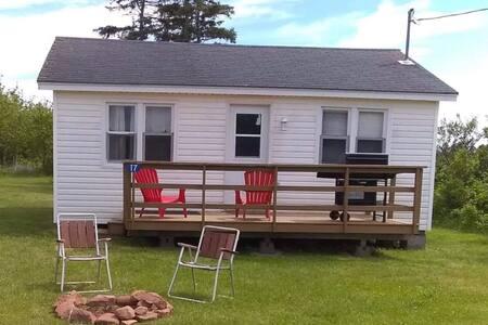 Munchie's Seaside Retreat- *North Shore Cottage*