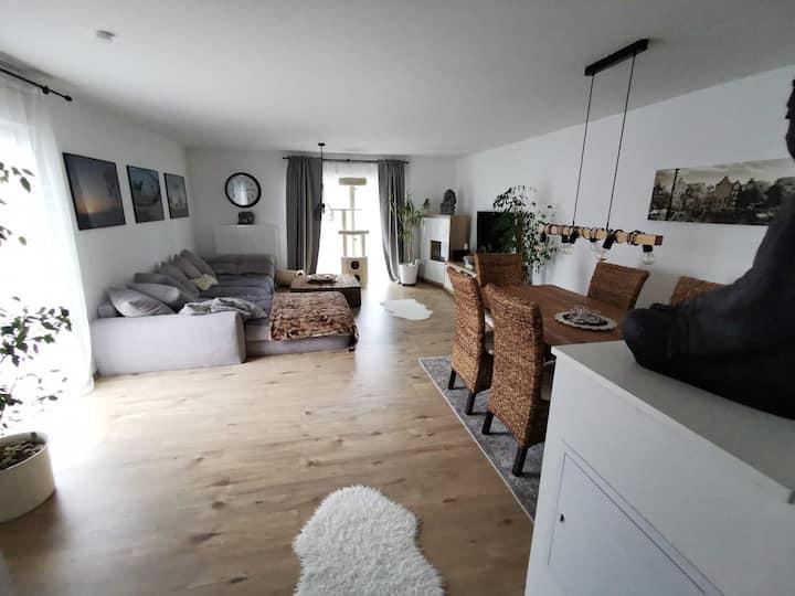 Tierliebes Haus mit neuen Möbeln & privatem Garten