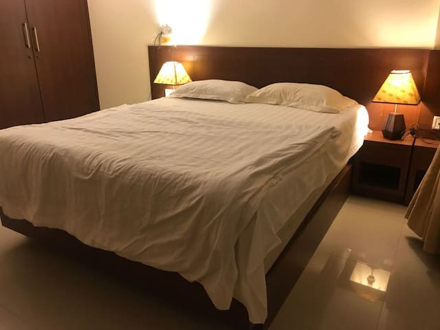 Shared room in spacious apartment near the airport