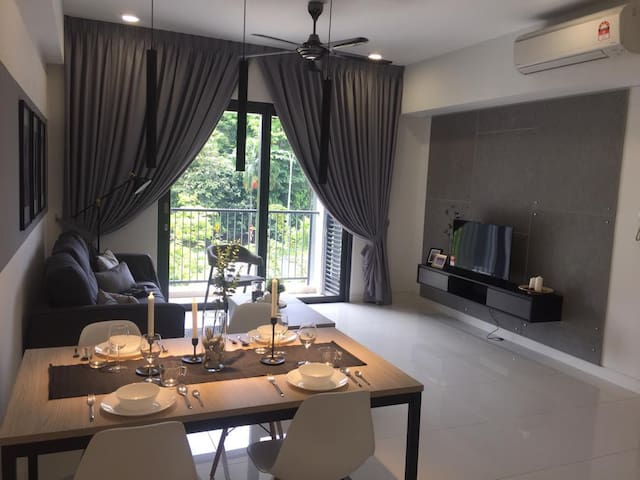 2-4pax Cozy Full amenities tvbox - Radia Shah alam
