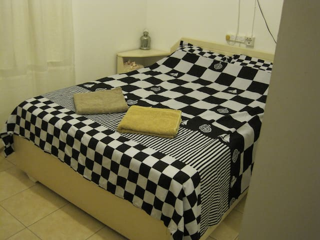 Room 10 min from airport (can collect&tack you)