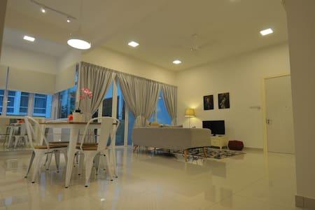 Auli Home Stay @ Ferringhi - Batu Ferringhi