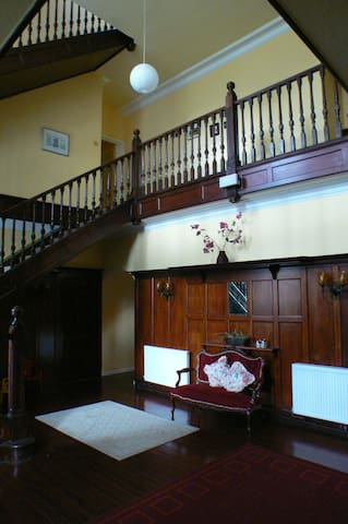 Entrance hall with library and games