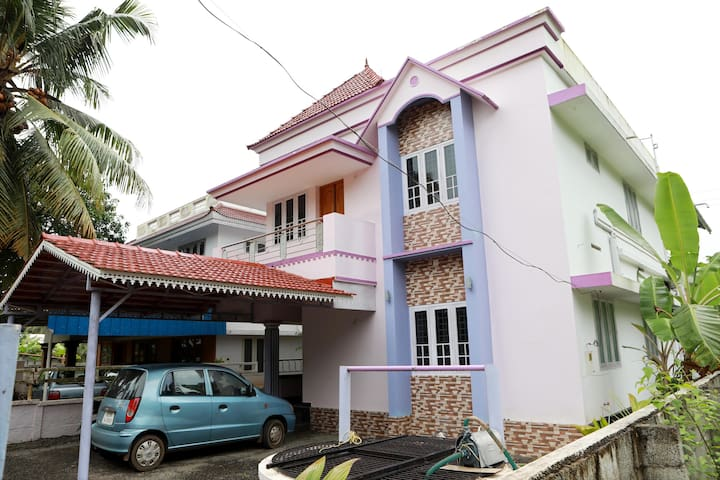 Near new 3 BHK house near Chalakudy, Kerala