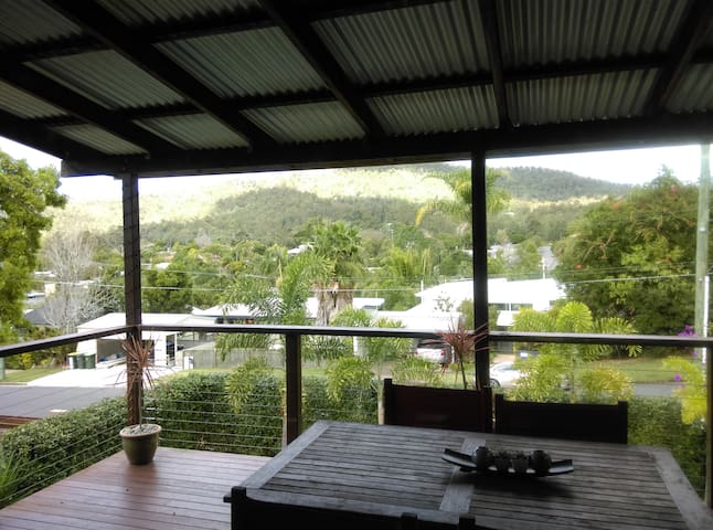 Spare double bedroom with views to Mt Cootha - The Gap - บ้าน