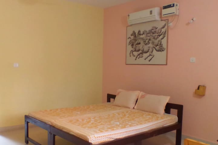 Spacious room in heart of Anjuna. ( ROOM 2)
