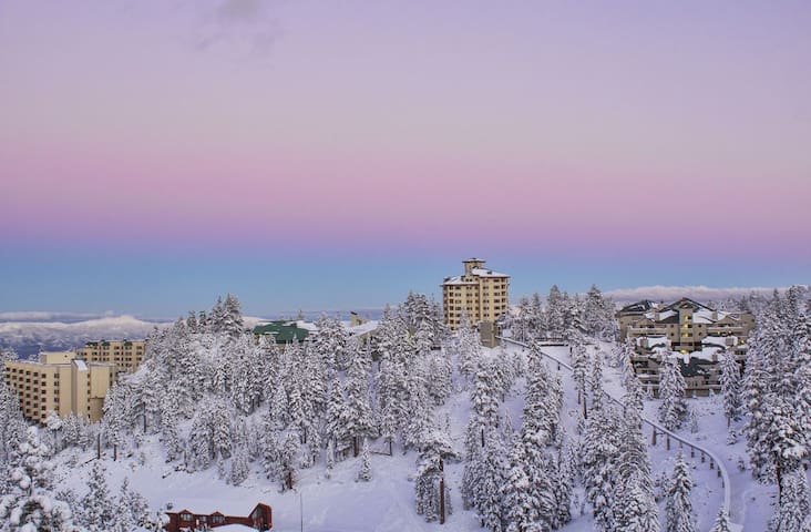 Ski-In/Ski Out with Views - 2 Bed - Stateline - Apartment