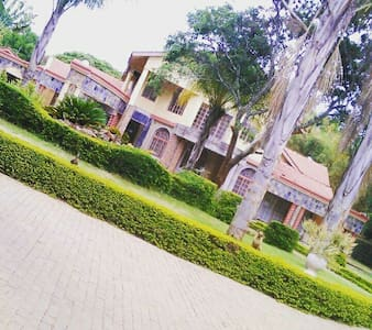 5 beds hse quiet leafy suburb - Harare - Hus