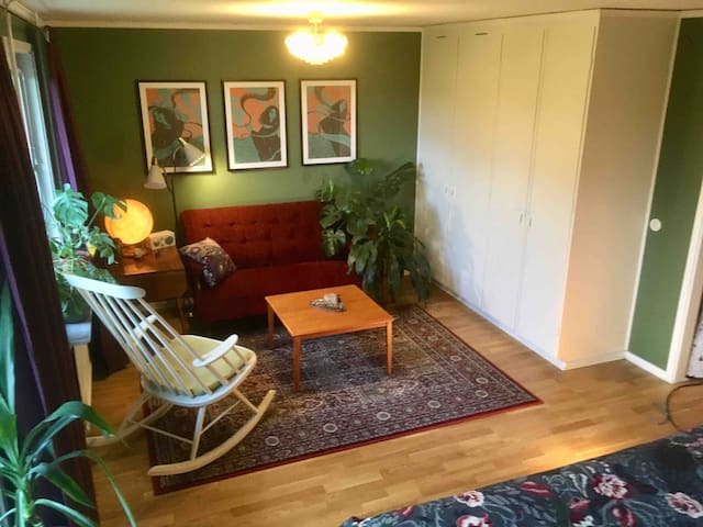 Double bedroom, free parking, 15min to city centre