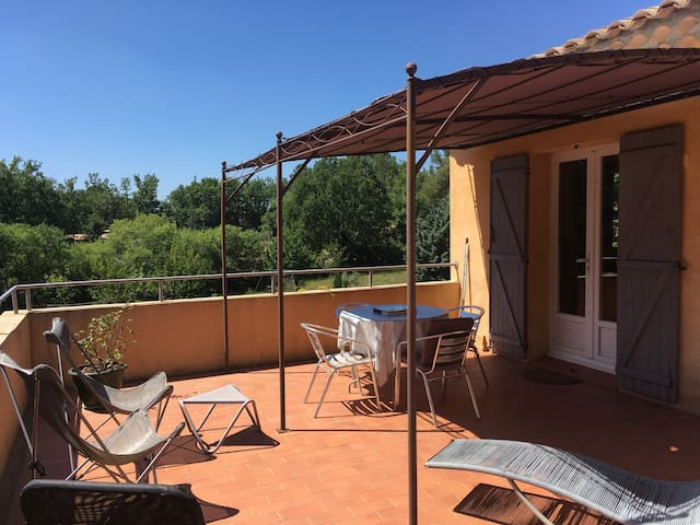 Appartement avec grande terrasse, calme et nature