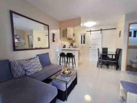 E4- Your own private apartment unit w/ parking