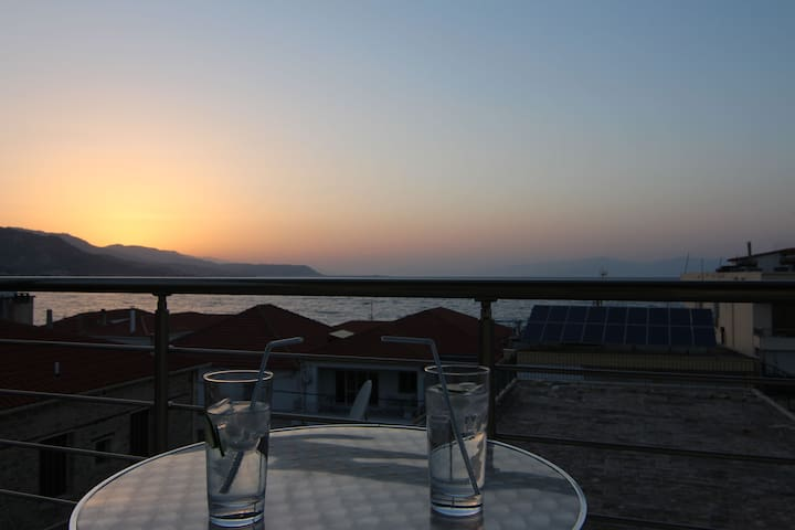 "Flat/Apt ""Sunset"" panoramic seaview - Derveni, Evrostina"