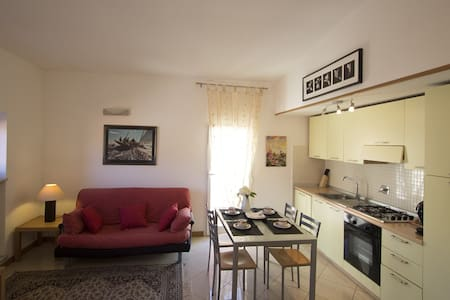 CENTRAL LITTLE APT with TERRACE and WiFi - Bordighera