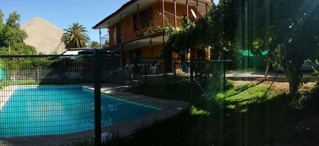 Casa en Pisco Elqui con piscina a pasos de Plaza
