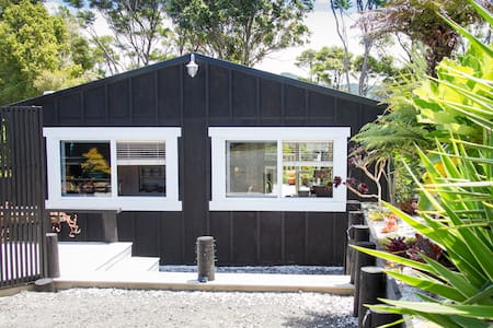 The Black Blonde Bach little gem on the coromandel - Whitianga