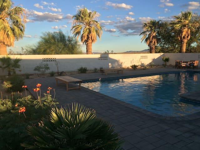 Joshua Tree private retreat with pool and sauna