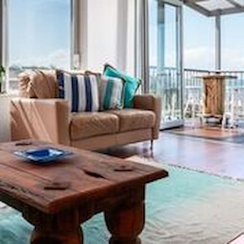 amazing views,close to shops/dining, or just relax - Coolum Beach - Apartment