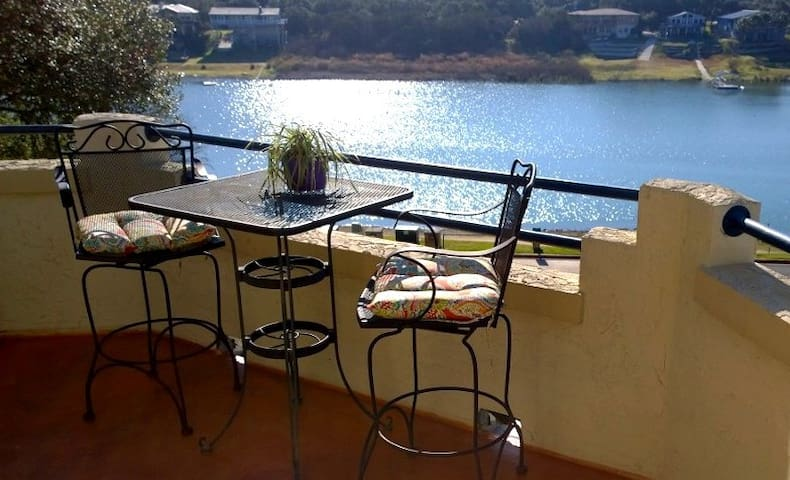Casita on the Cove-- Lake Travis at The Island - Lago Vista