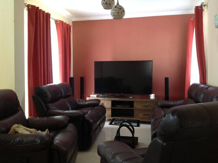 4 bedroom Furnished town house to let