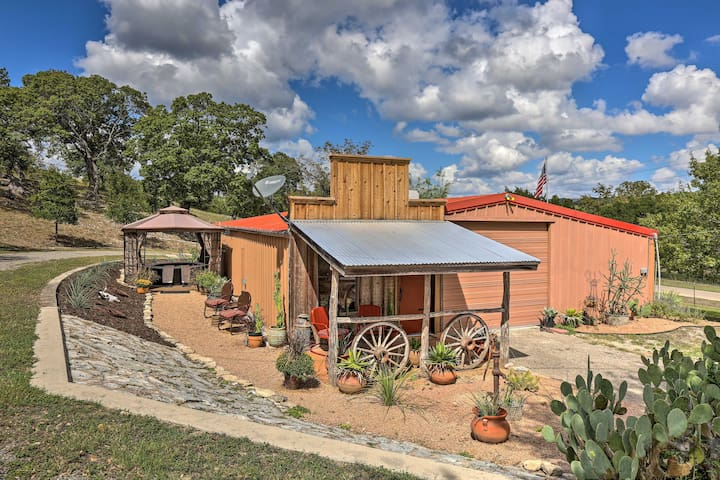 NEW! Kerrville Studio - Mins to River & Wineries!