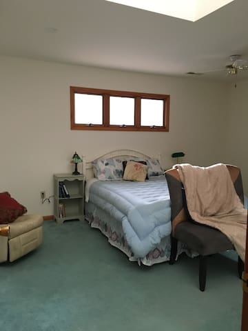 Spacious Master suite Near College and beach - Georgetown