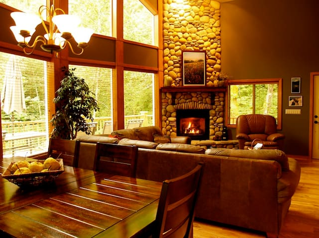 Luxury Baker Chalet-3 levels, hot tub, pool table - Deming - Chalet
