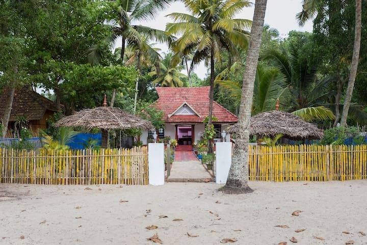 Sea View Beachside Villa near Marari beach