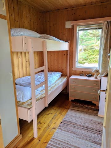 Sleeping room with big bunk beds, also for adults.
