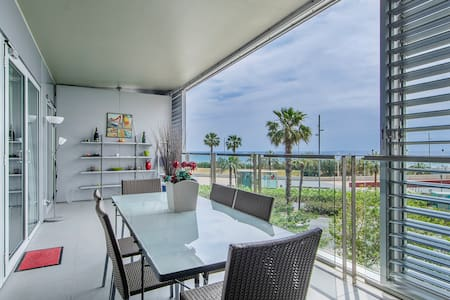 Seafront luxe with terrace and pool II
