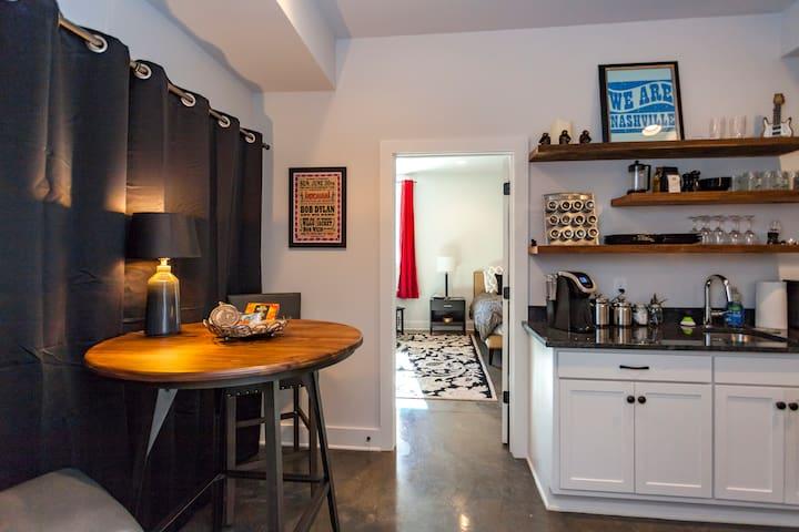 1 Bedroom New Modern Farmhouse Lipscomb Area!